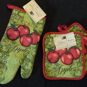Other - Oven Mitt & Potholders in Apples Design 3-pc set
